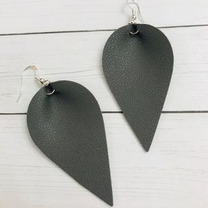 Jewelry - Gray vegan leather teardrop earrings NEW